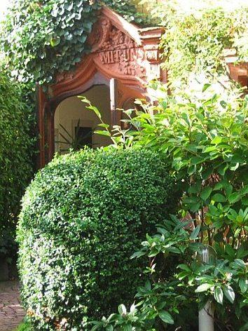 Eingangstür der Villa Zandoli
